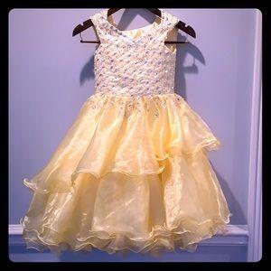 Other - Beautiful yellow princess dress